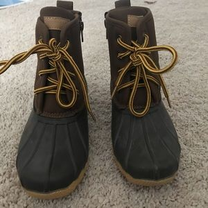 Boys duck boots